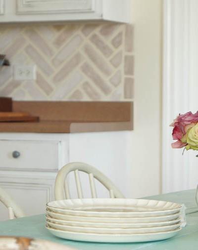 Simple Kitchen Backsplash Design