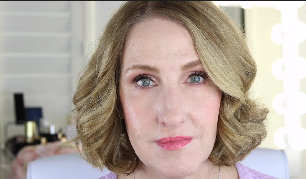 HOW TO COVER TEAR TROUGHS WITH MAKEUP